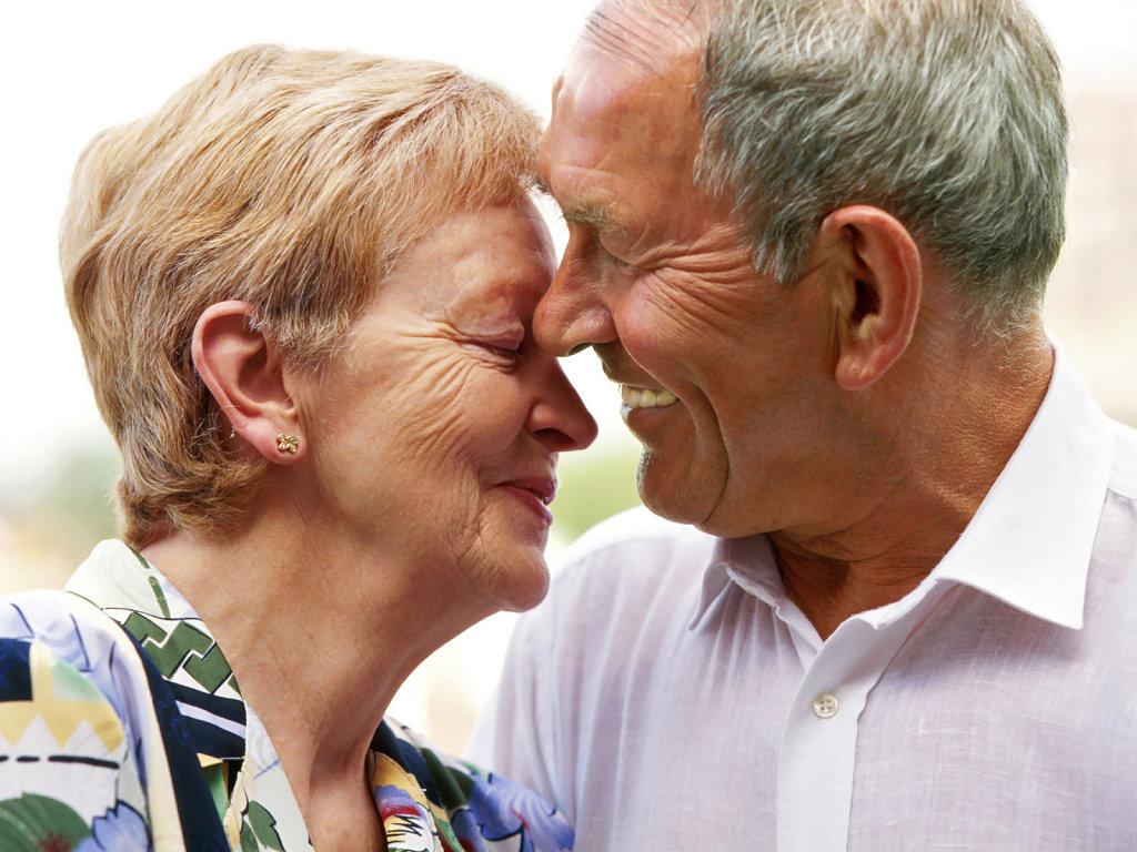 Mitos sobre la sexualidad será la próxima charla para adultos mayores