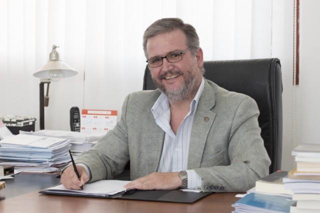 Pesar por el fallecimiento del vicerrector de la UNL, Claudio Lizárraga