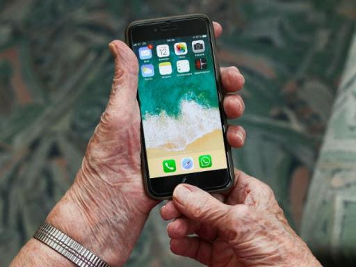 Taller para personas mayores: Comunicación y redes sociales en tiempos de aislamiento